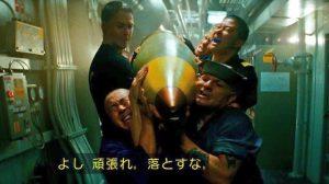 映画バトルシップで砲弾を運ぶシーン
